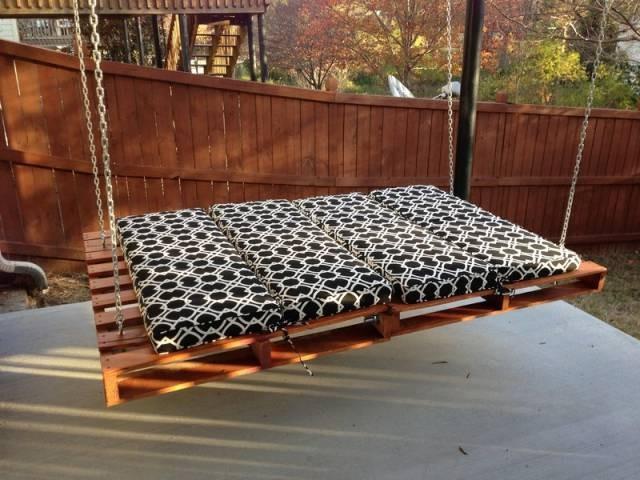 Подвесной диван из поддонов