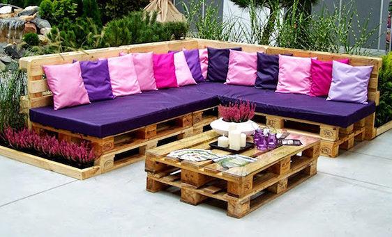 Угловой диван и стол из поддонов