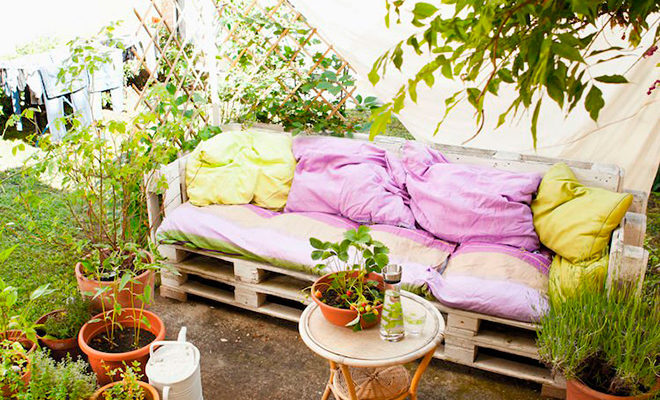 Уличный диван из поддонов