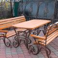 Кованные стол и скамейки