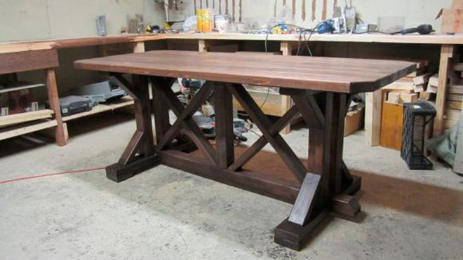 Деревянный стол для беседки