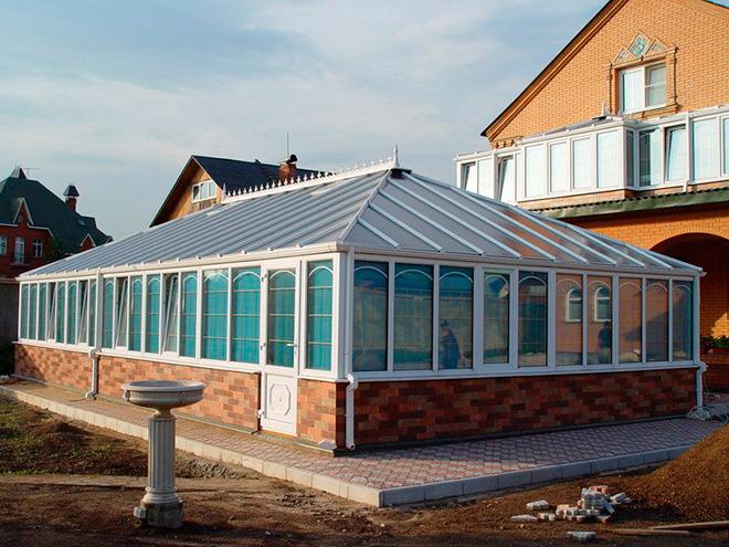 Четырёхскатная крыша из поликарбоната