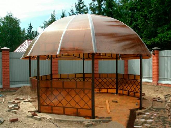 Круглая крыша беседки из поликарбоната